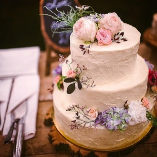 COUNTRY-SIDE WEDDING CAKE