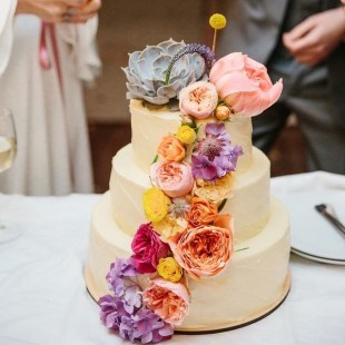 HIPPIE WEDDING CAKE