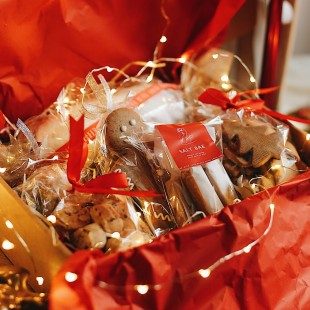 SWEET BOX (WITH CHRISTMAS STOLLEN)