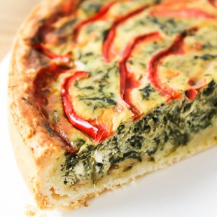 Spinach, feta cheese & sweet pepper quiche