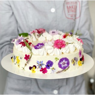CAKE WITH FLOWER APPLIQUE